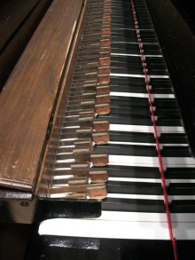 Actuators in position over the Steinway keyboard